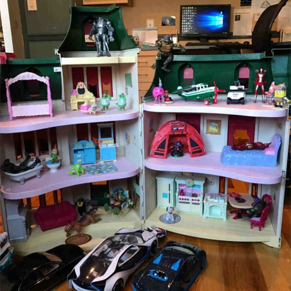 Toys do not have a gender, this is my toy house.  It is not a doll house or a girl toy.  It is a toy house that I play with!